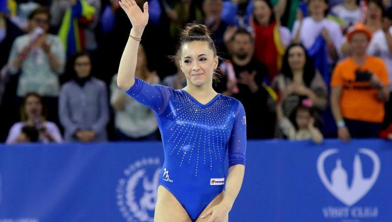 Larisa Iordache, în albastru