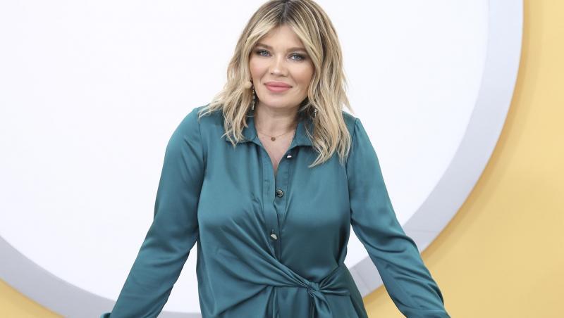 Gina Pistol într-o rochie verde