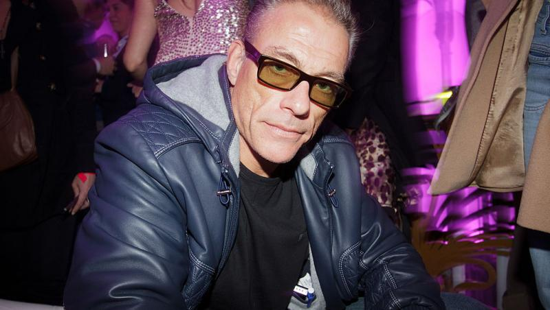 Jean Claude Van Damme, într-o geacă de piele