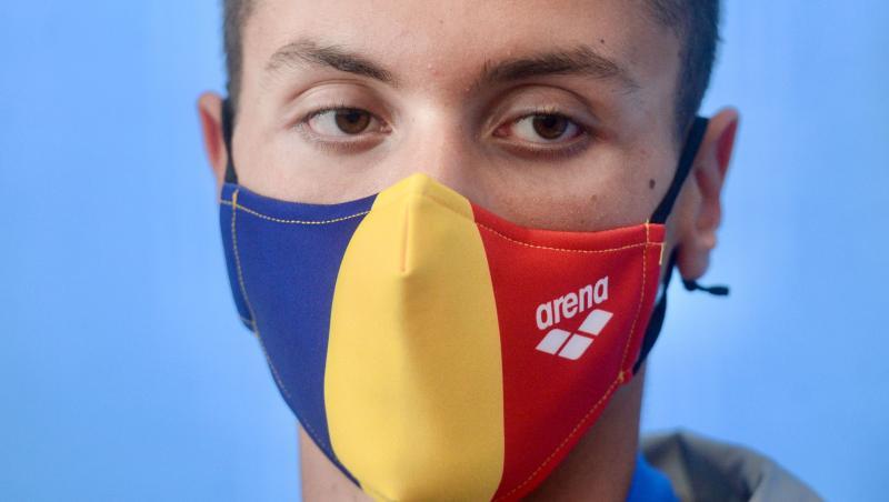 David Popovici cu mască la gură