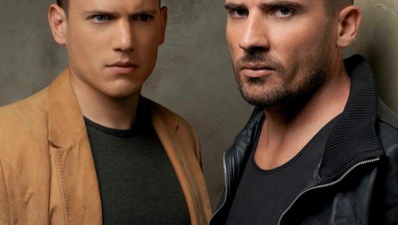 wentworth miller si dominic purcell, primul in tricou negru cu camasa maro peste si cel de-al doilea in tricou negru cu jacheta neagra