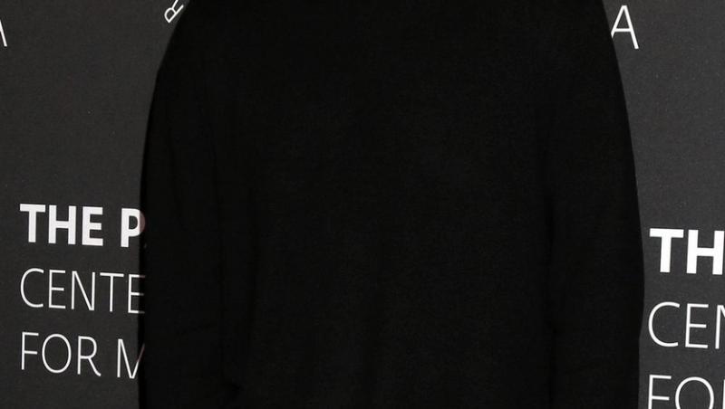 wentworth miller intr-o bluza neagra zambind