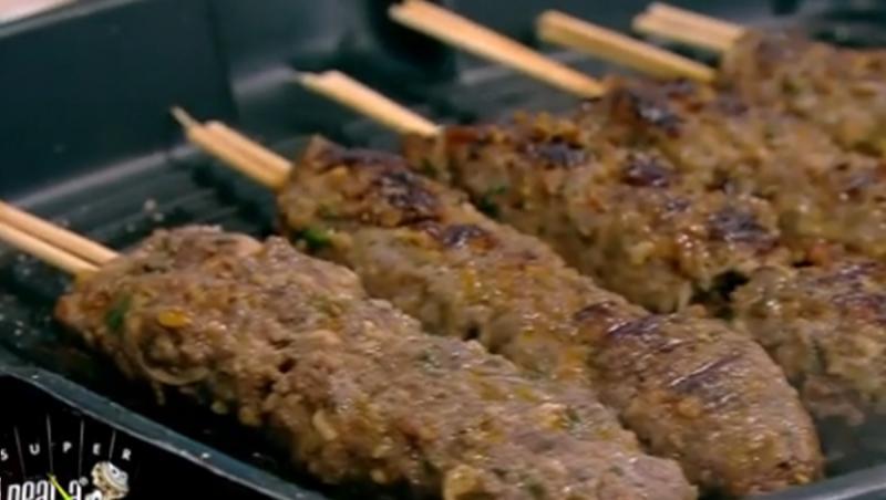 Kaftelele sunt un fel de chiftele preparate pe grill