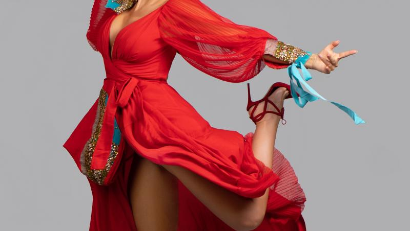 Anna Lesko în rochie roșie