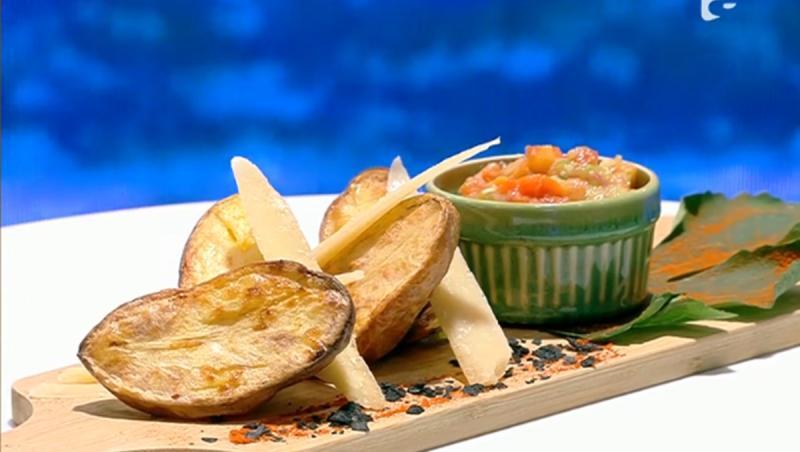 Cartofi copți cu sos de usturoi și legume, rețetă preparată de Vlăduț