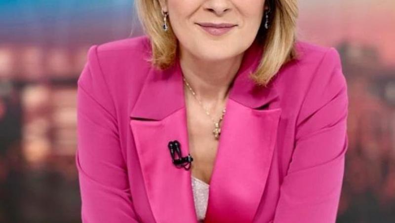 Alessandra Stoicescu într-un sacou roz
