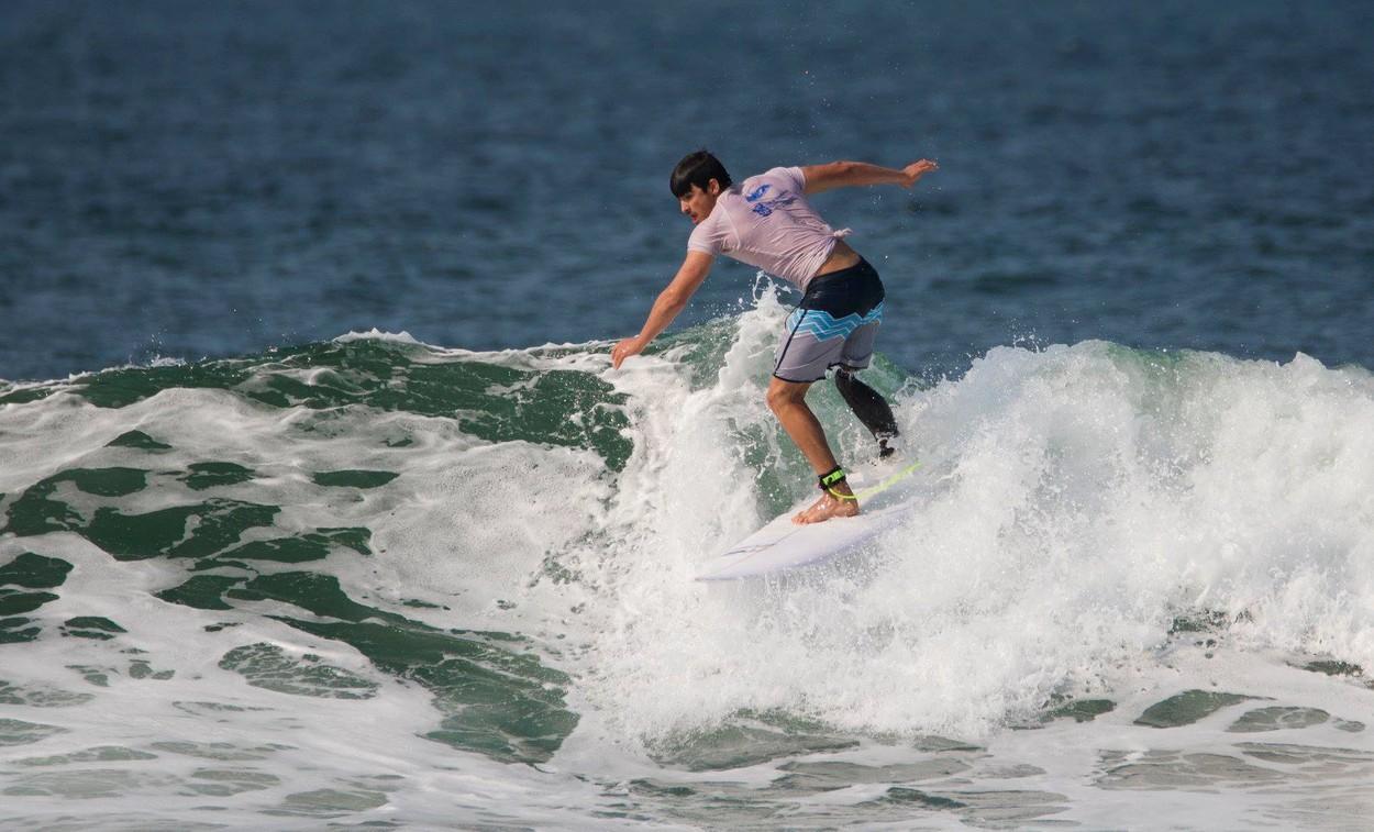 Caleb Swanepoel este surferul care face valuri pe Internet, deși nu are un picior. Tânărul a fost atacat de un rechin, la 19 ani