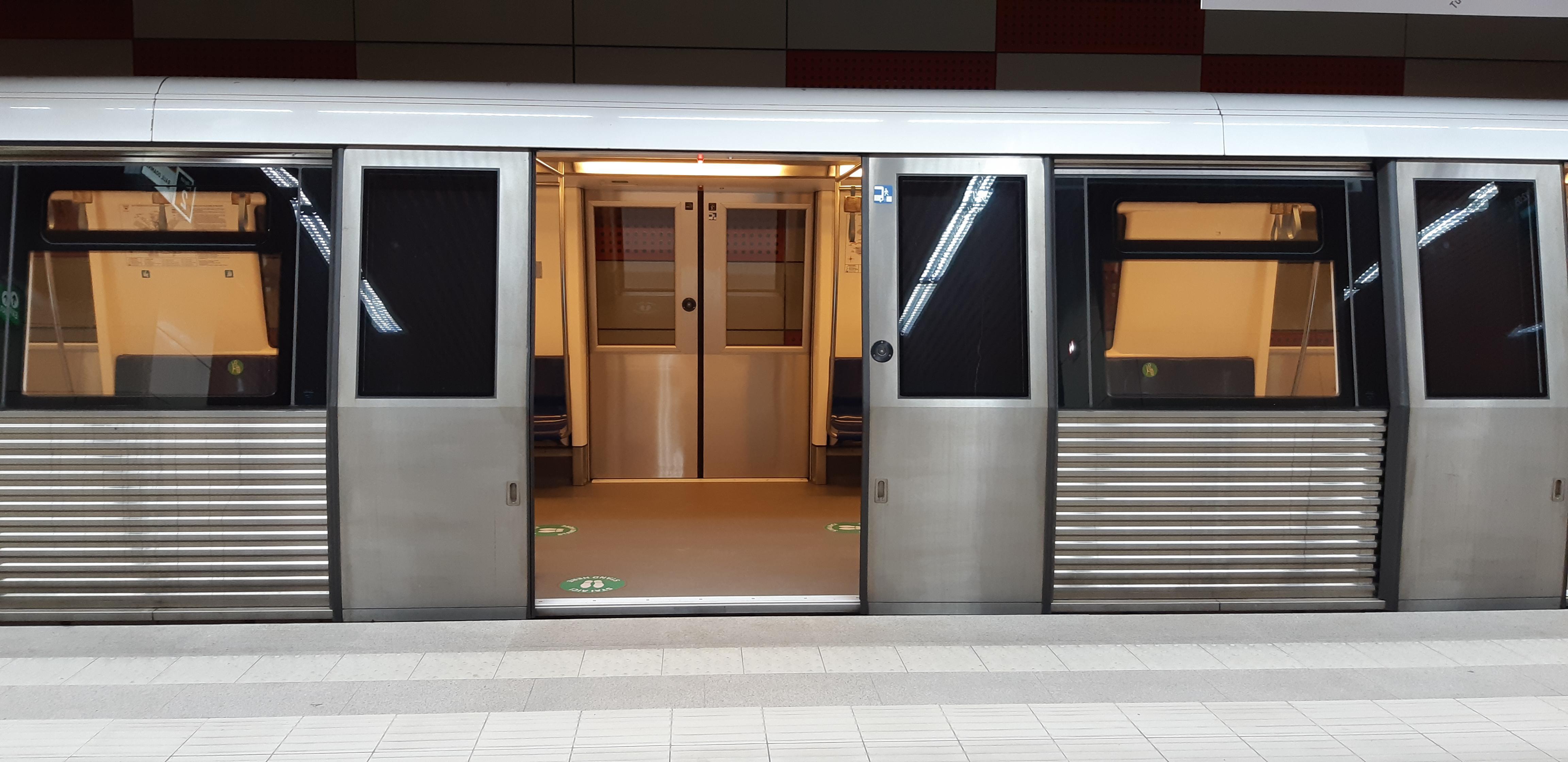 Cum să mergi gratis cu metroul din București. O campanie Metrorex, dedicată reciclării deșeurilor. Ce condiții sunt
