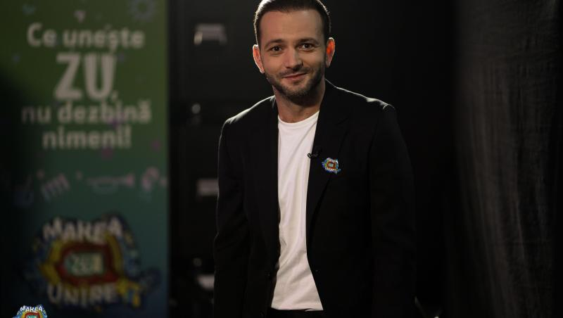 Mihai Morar în tricou alb și sacou negru