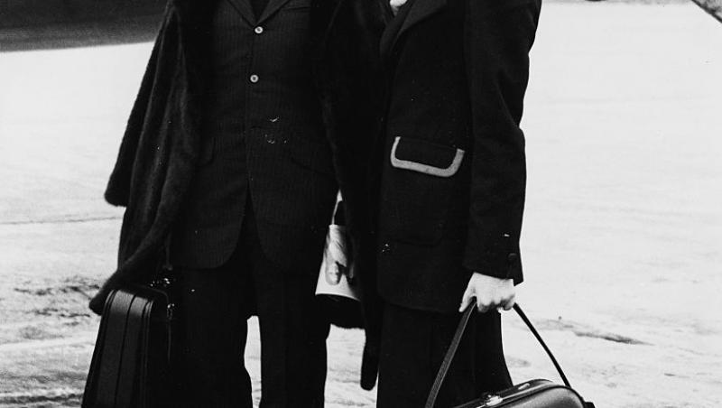 Amparo Muñoz (dreapta) a fost o tânără din Spania care a câștigat Miss Univers în 1974