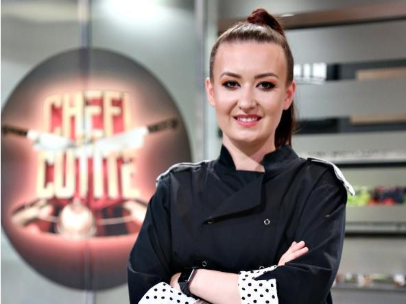 """Roxana Blenche de la """"Chefi la cuțite"""" a dezvăluit cum arăta înainte, cu părul scurt și blond. Poza i-a uimit pe fani"""