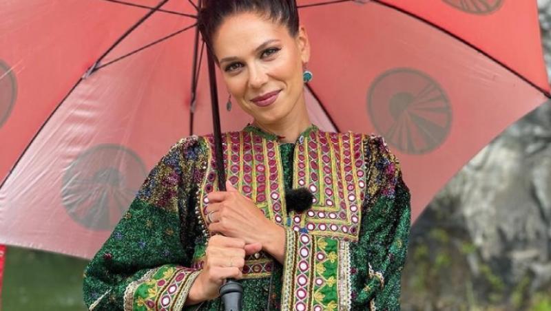 Irina Fodor, purtând o ținută verde, în Asia Express
