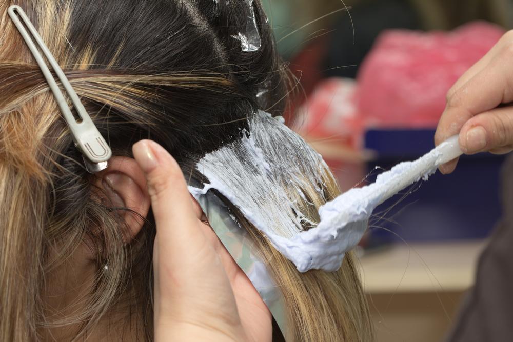 O femeie a arătat ce poți să pățești dacă îți decolorezi părul acasă. Imaginile sunt virale