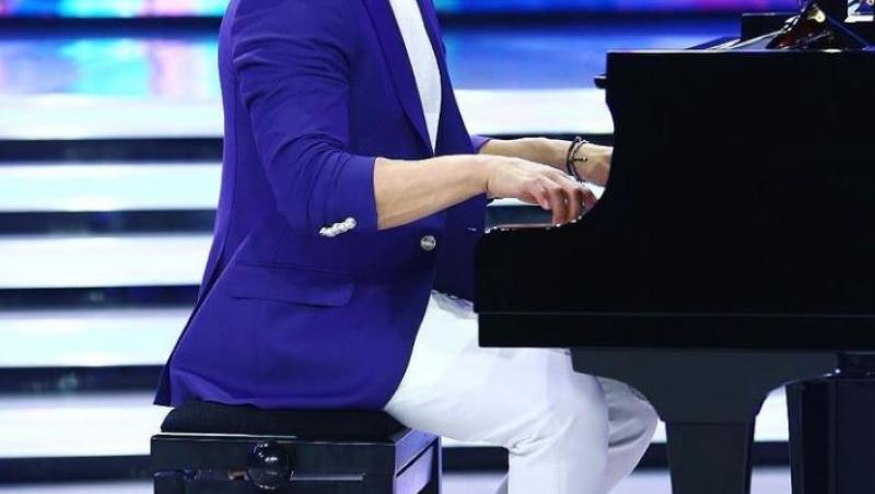 Pepe cântă la pian