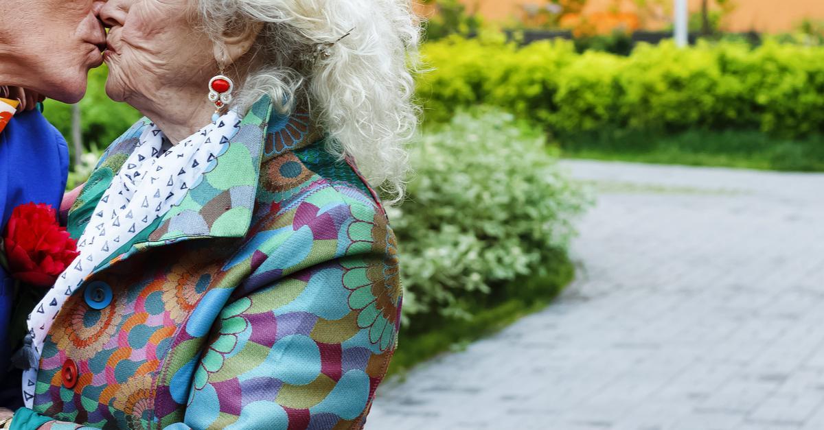 Hattie Retroage are 85 de ani și folosește aplicații de dating după ce s-a despărțit de iubitul mai tânăr cu 46 ani. Cum arată