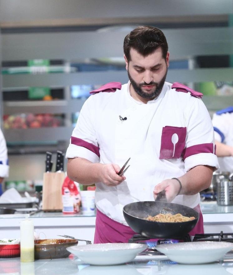 Vicenzo Aiello, gătind în bucătăria de la Chefi la cuțite
