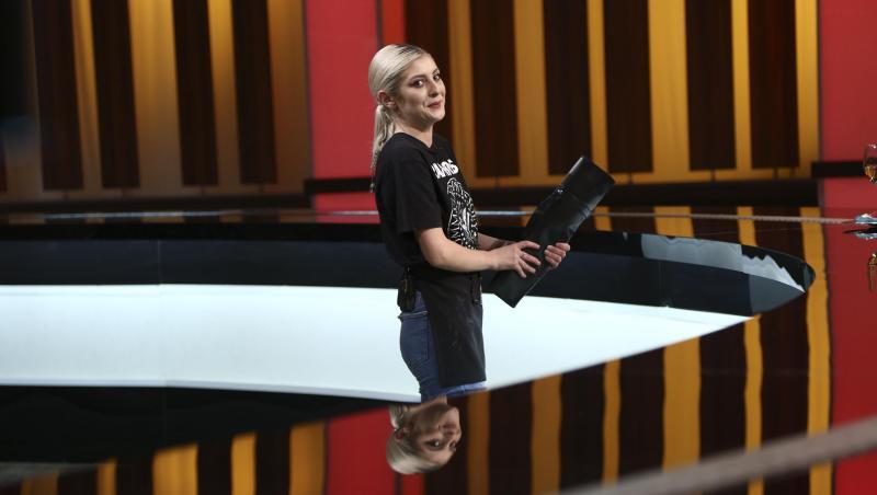 Elena Matei în haine negre