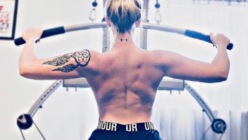 Kassidy Caitlin Riekins la sala de fitness