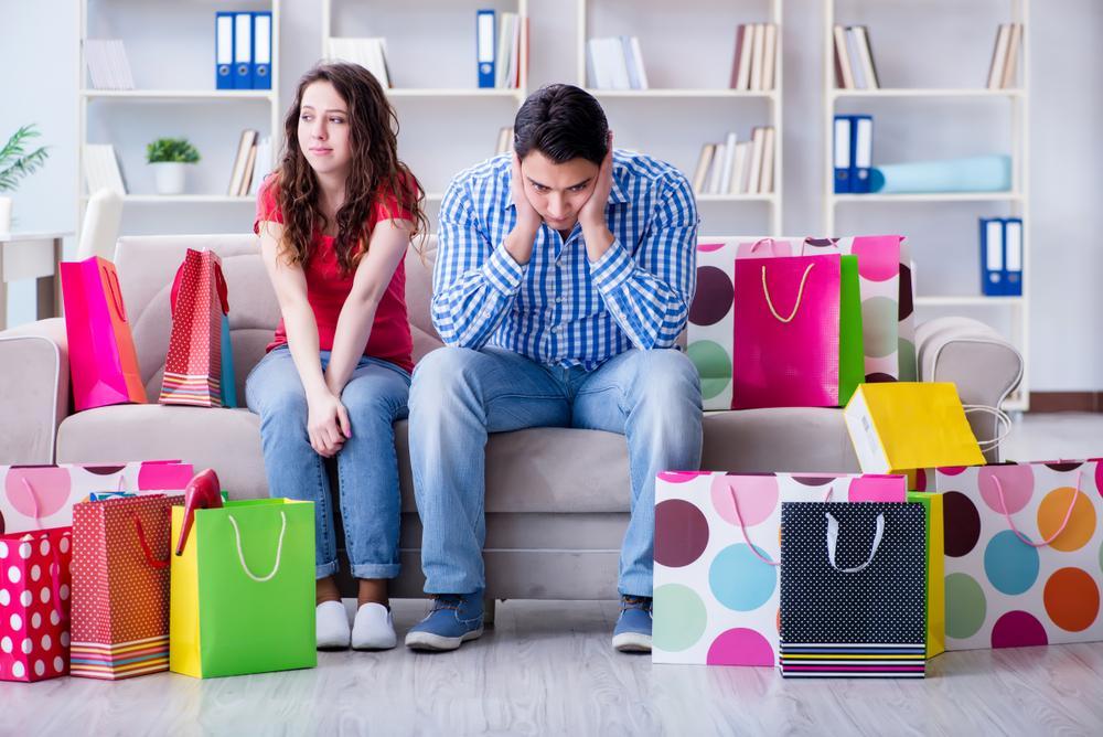 Femeia care refuză cu vehemență să cumpere cadouri pentru copiii vitregi. Care e motivul și ce spune soțul despre atitudinea ei