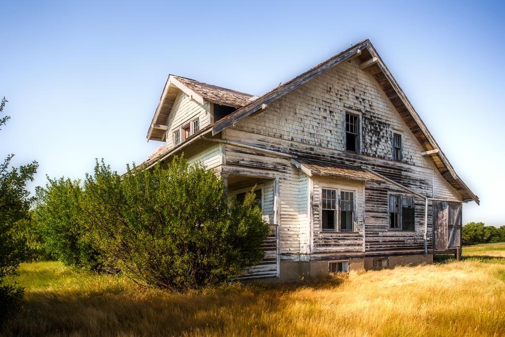 """Doi soți au cumpărat o casă fără să o verifice înainte și abia apoi au descoperit ce """"secret"""" ascunde locuința. Peste ce au dat"""
