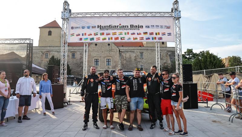 Mihai Ban și copilotul său Cheloo alaturi de Transilvania Rally RIA Team