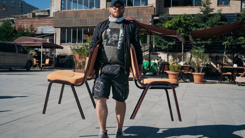 Operator cărând scaune