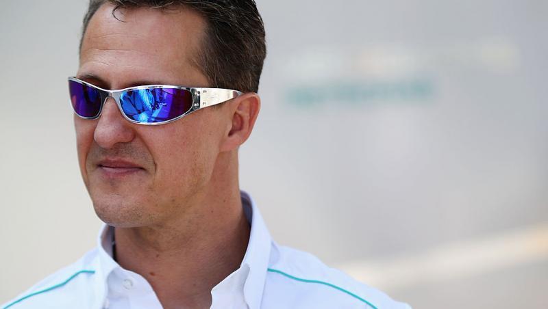 Michael Schumacher, purtând ochelari de soare