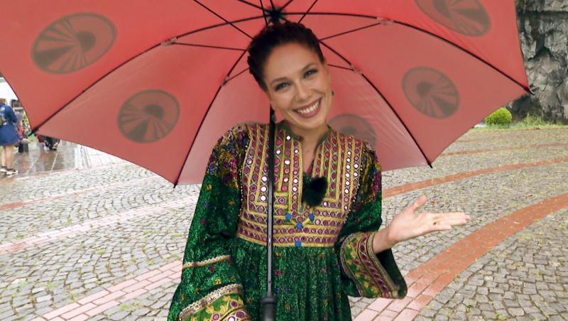 Irina Fodor într-un costum tradițional din Turcia