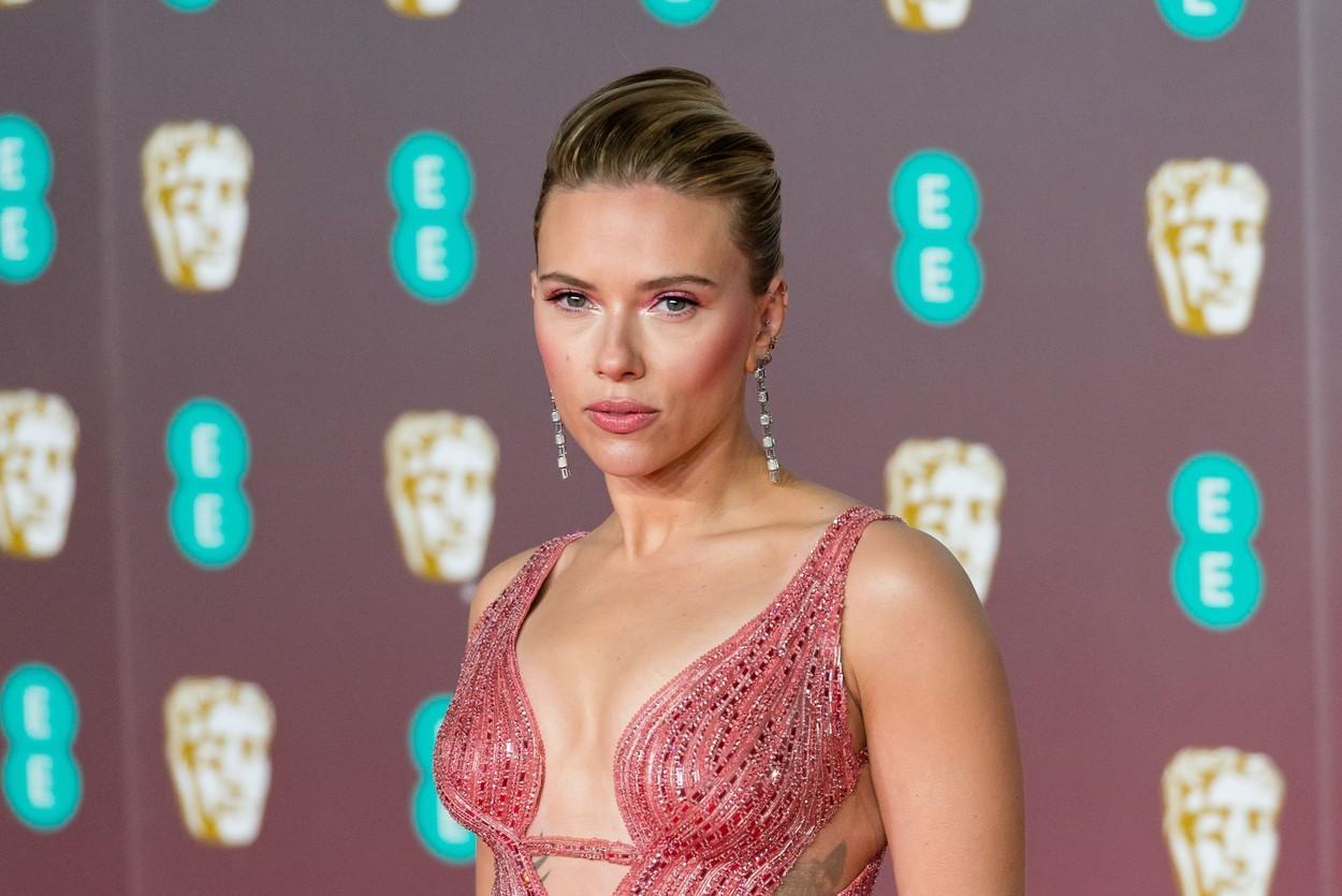 Scarlett Johansson este însărcinată și va deveni mamă pentru a doua oară. Anunțul a fost făcut de soțul ei, Colin Jost