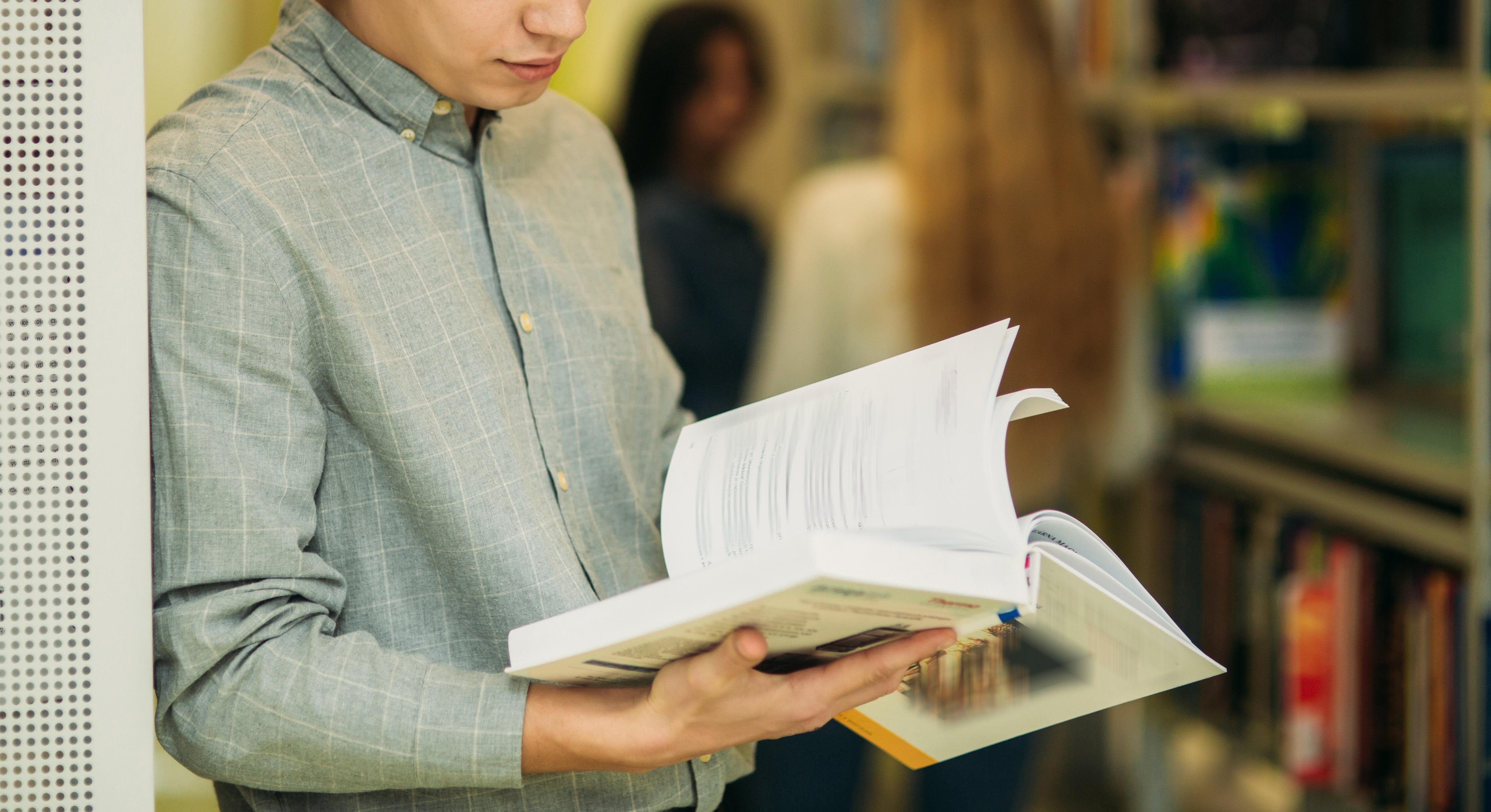 Un bărbat și-a cumpărat o carte de la magazin și a găsit un bilet înăuntru. Când l-a citit, Dean Cuthbert a rămas uluit