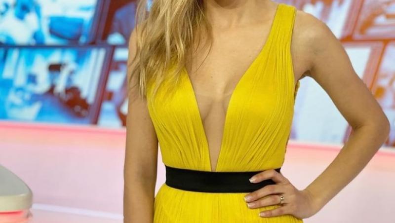 Andreea Ibacka, într-o rochie galbenă