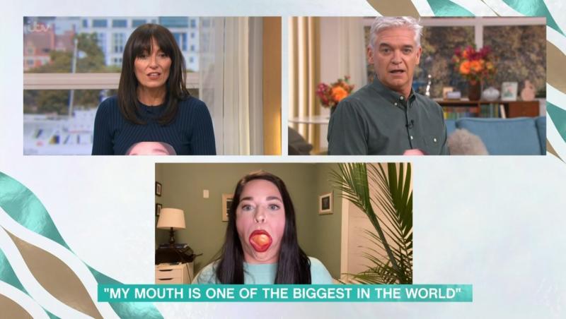 Samantha Ramsdell, dând interviu pentru o televiziune