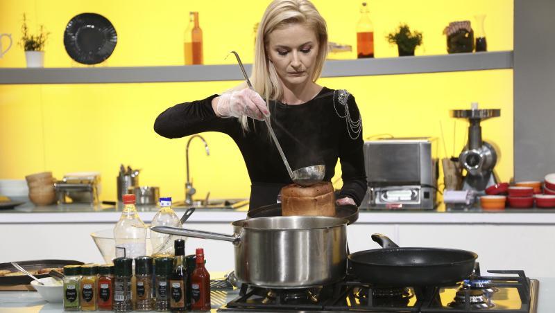 Elwira Petre, într-o rochie neagră, la Chefi la cuțite, gătind