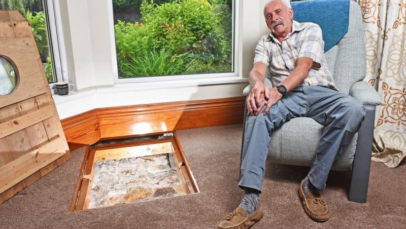 Colin Steer a găsit un tunel secret în podeaua din sufragerie