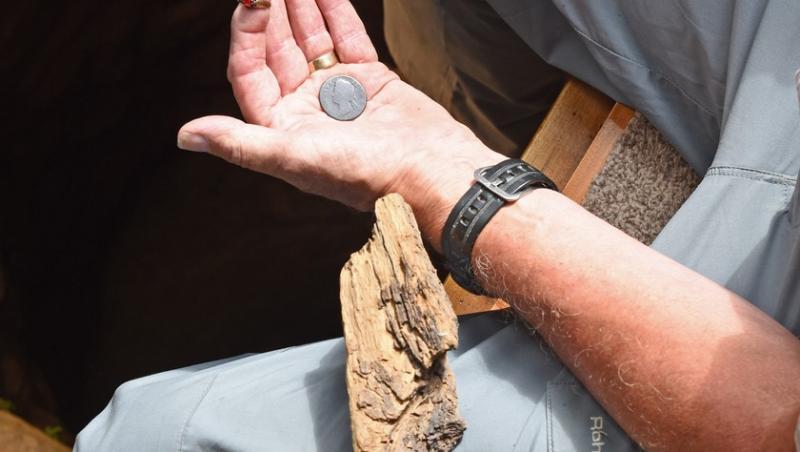 Colin Steer a găsit chiar și diferite obiecte în interiorul tuneului secret