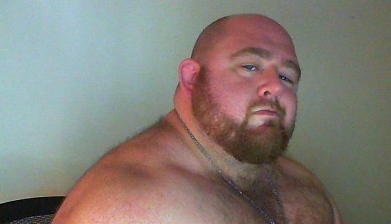 Un bărbat de 226 de kilograme face avere din modul în care arată și zice că va continua să se îngrașe. Unii plătesc ca să-l vadă