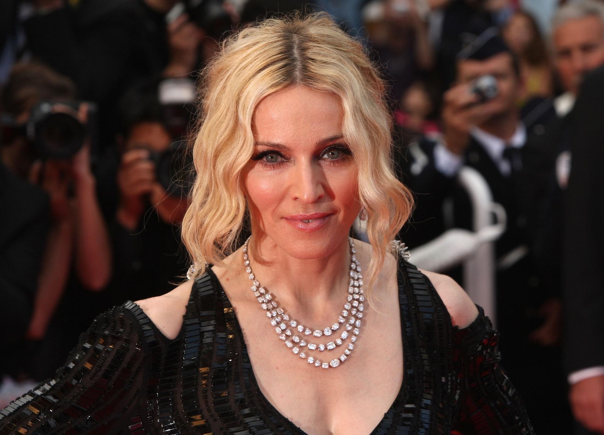 Madonna, surprinsă la aeroport alături de noul ei iubit, cu 36 de ani mai tânăr. Cum arată Ahlamalik Williams