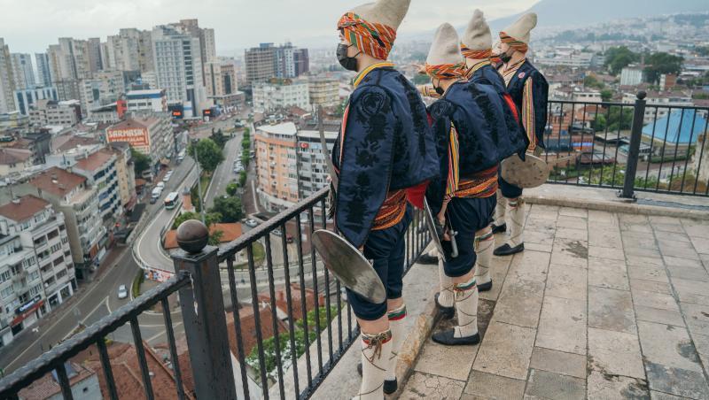 Fotograful Andrei Pungovschi surpinde momente din Asia Express
