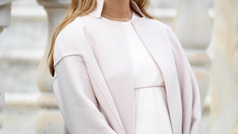 beatrice borromeo, îmbrăcață într-o ținută albă, însărcinată, la Monaco National Day Celebrations, în 2016