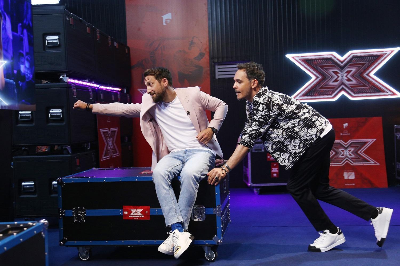 Prezentatorii Răzvan și Dani deschid în forță cel de-al zecelea sezon X Factor