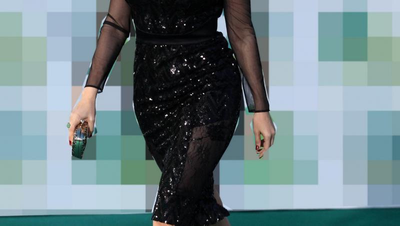 Andreea Marin, într-o rochie neagră, cu decolteu