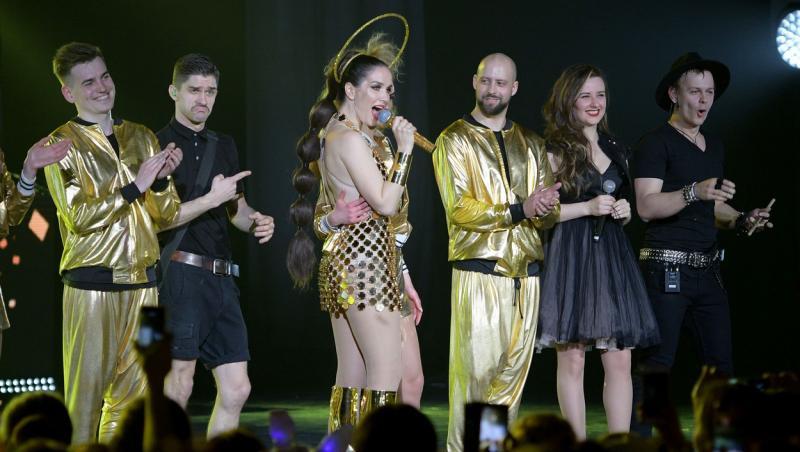 Natalia Oreiro într-un concert din Moscova, ținută de concert