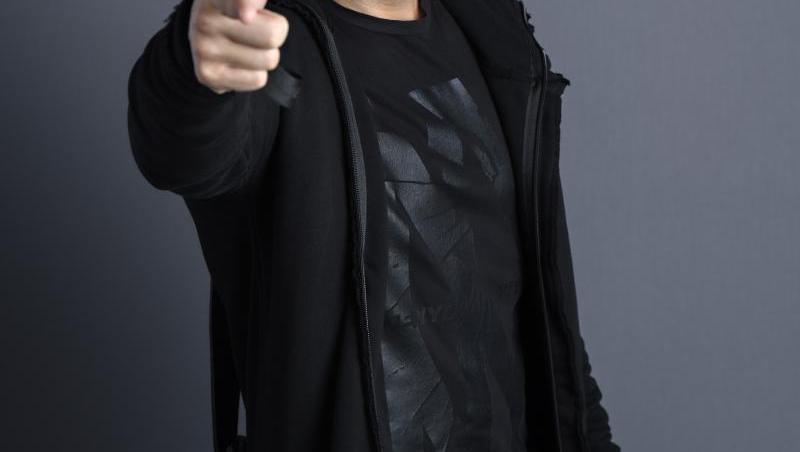 Pepe, îmbrăcat în negru, la Te cunosc de undeva!
