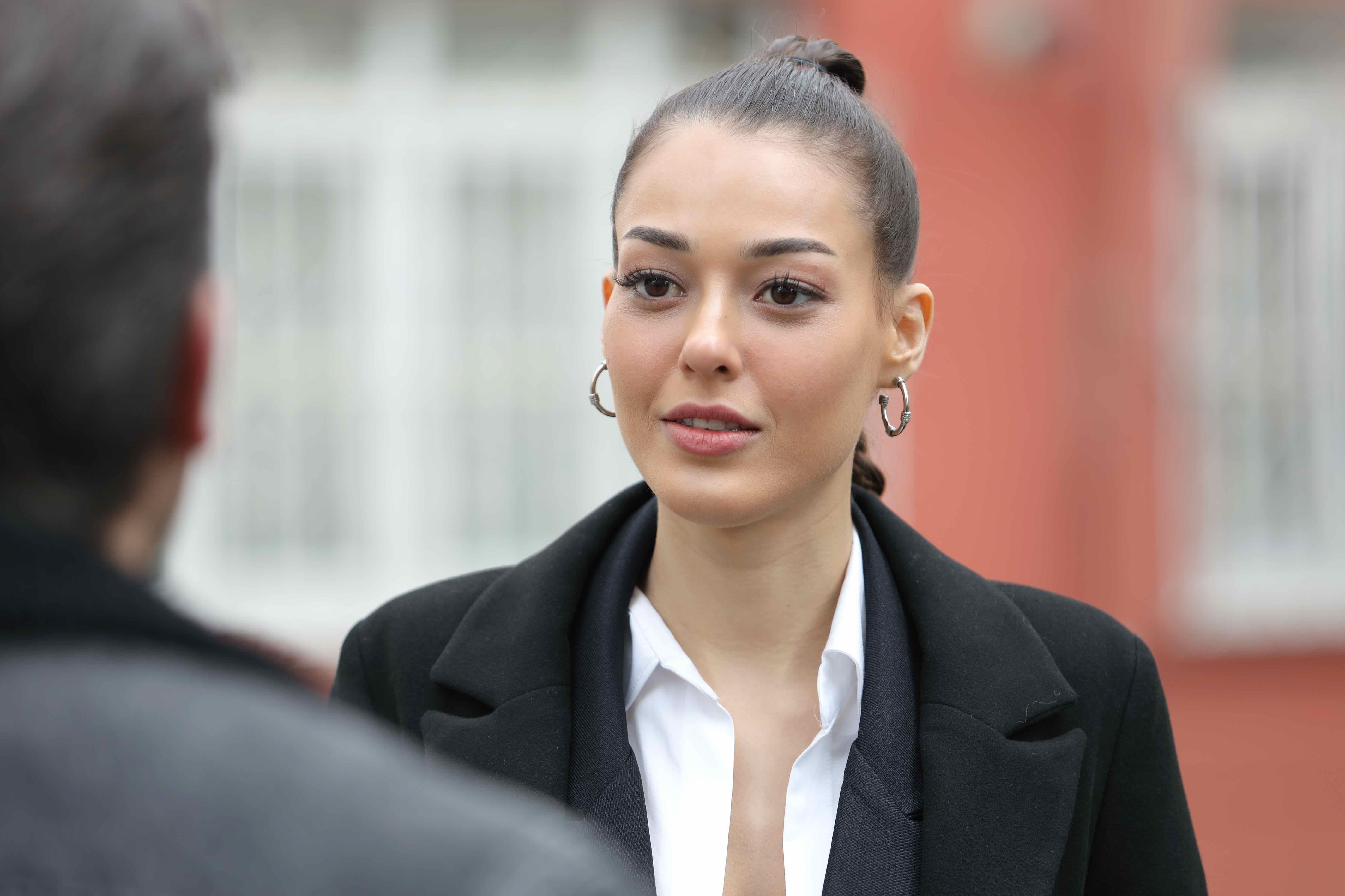 Cine este Dilan Çiçek Deniz, actrița care o joacă pe Rüya Yıldırımlar, în Flăcările Destinului