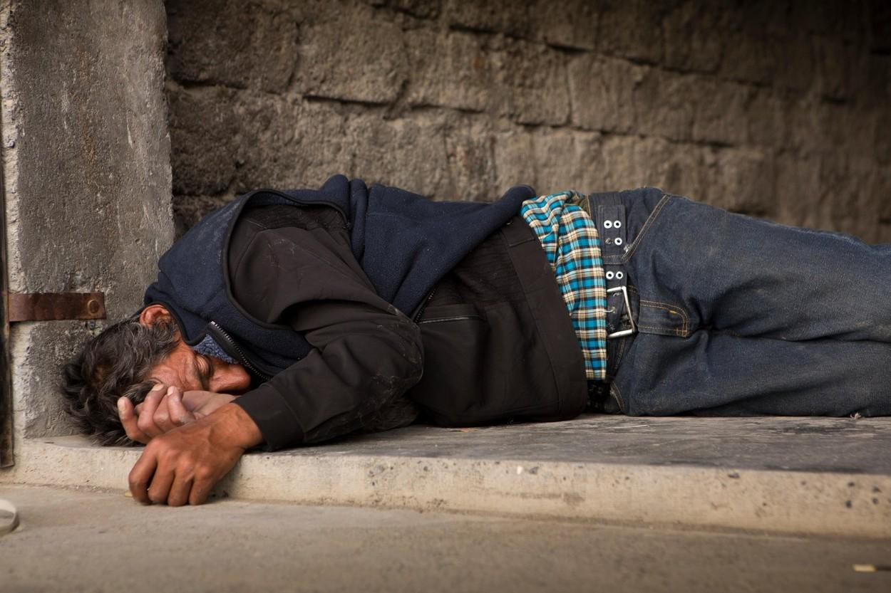El este bărbatul care doarme chiar și 25 de zile pe lună, fără oprire. Ce a recunoscut soția lui Pukharam