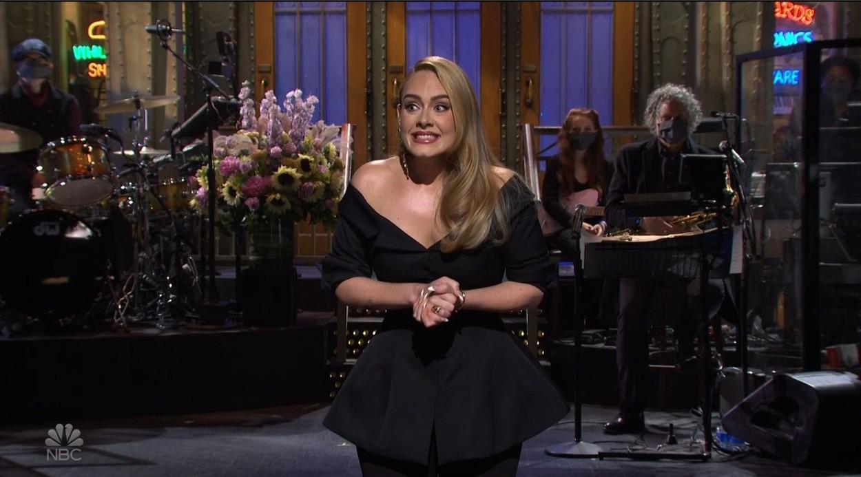 Adele, într-o ținută provocatoare care a atras atenția paparazzilor. Cum s-a îmbrăcat la o întâlnire cu iubitul ei