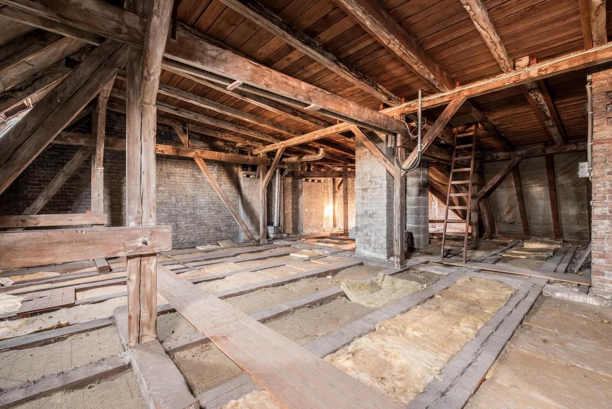 David Whitcomb a cumpărat o casă și a descoperit un pod ascuns, plin cu lucruri valoroase. Peste ce a dat acolo