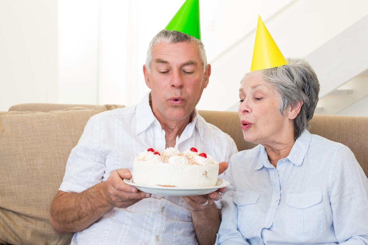 Mitch și Betsy Henslee au sărbătorit în mod inedit când toți copiii lor au plecat de acasă. Cum s-au fotografiat rămași singuri