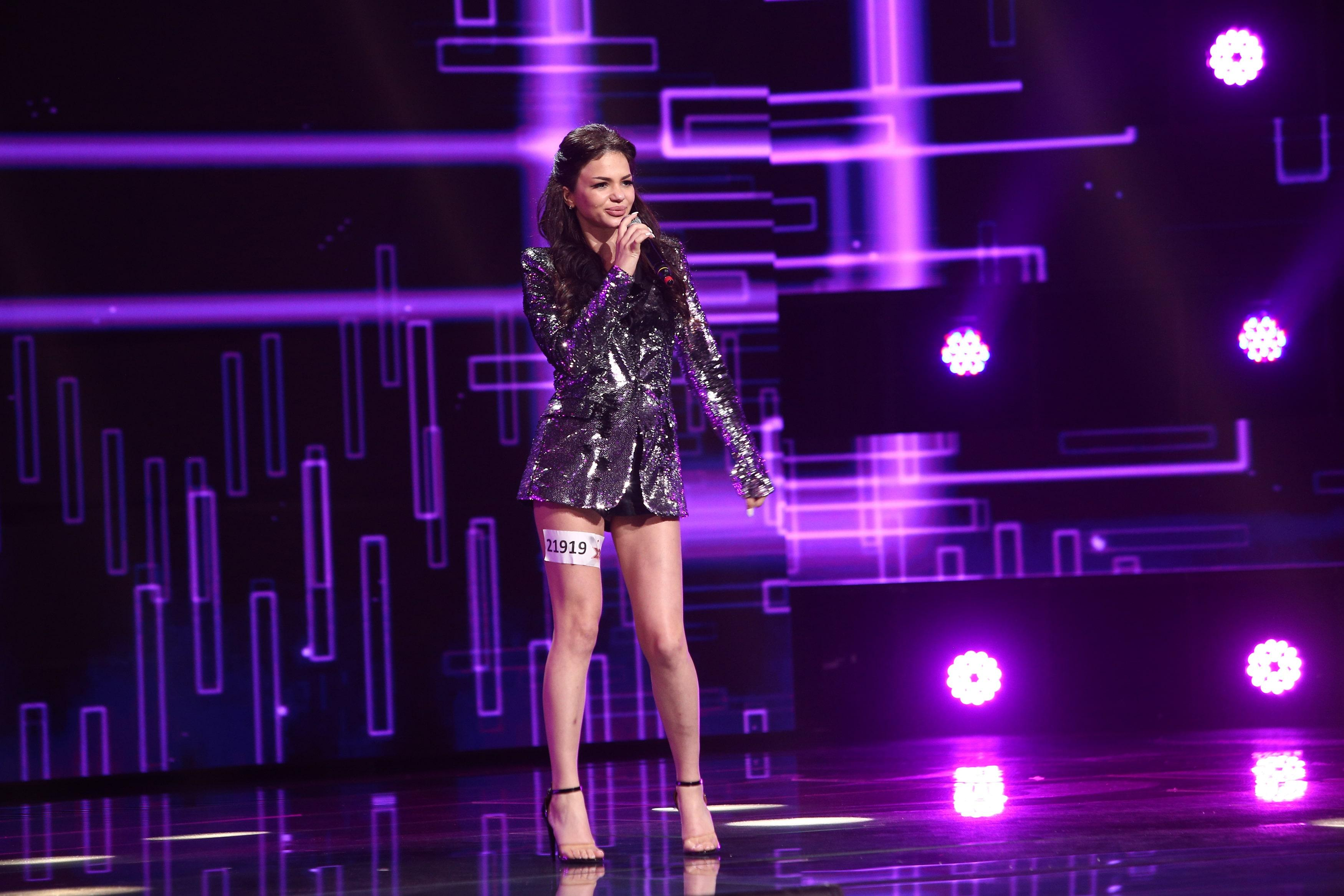 """X Factor 2021, 10 septembrie. Bronislava Rotaru, interpretarea pe două voci a piesei Dance Monkey. """"Schimbă emisiile"""""""