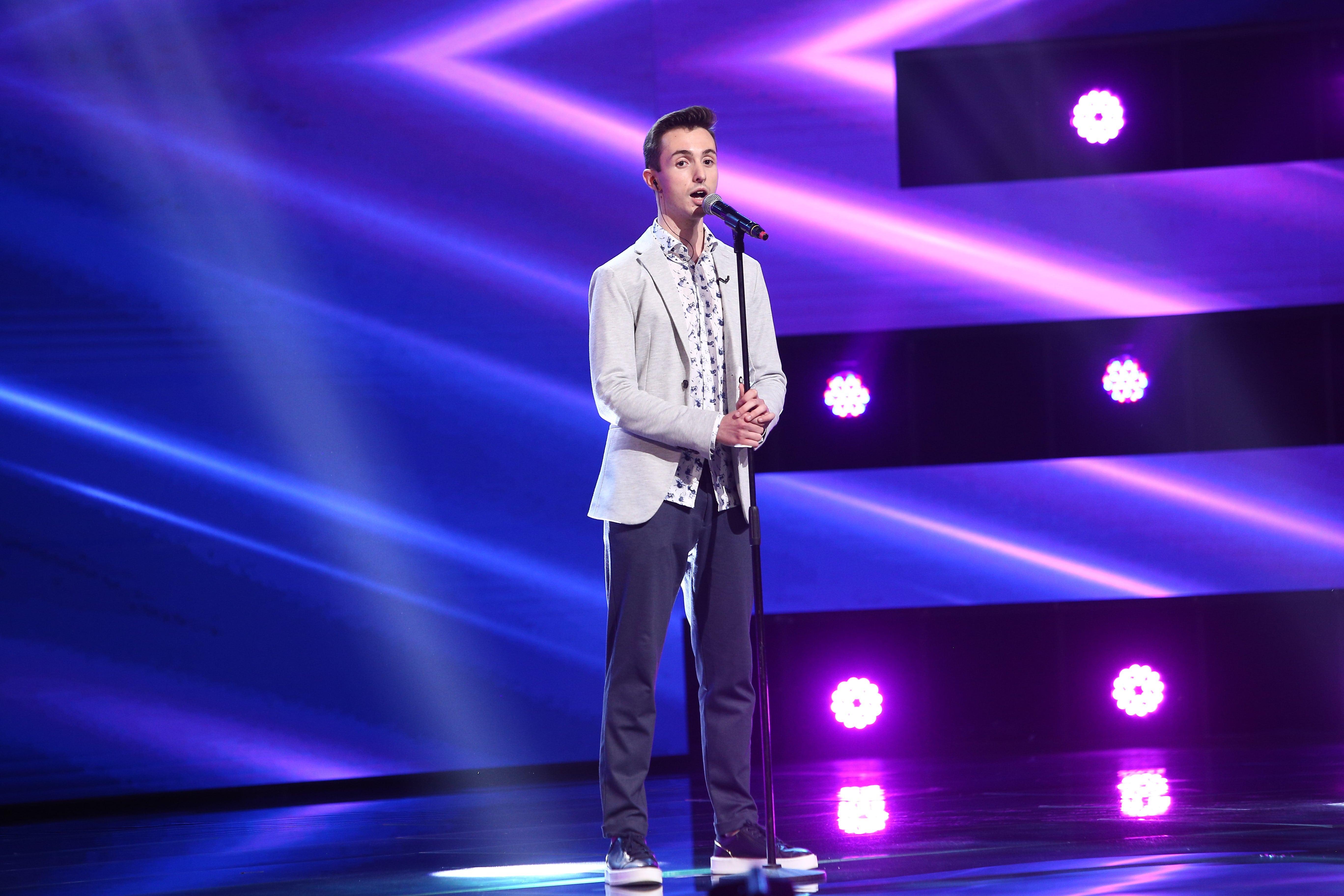 """X Factor 2021, 10 septembrie. Claudiu Chichirău, vocea neașteptată care a cântat melodia You Are The Reason. """"Ce timbru ai"""""""